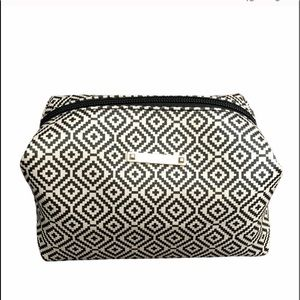 NWOT Stella & Dot makeup bag or toiletries bag